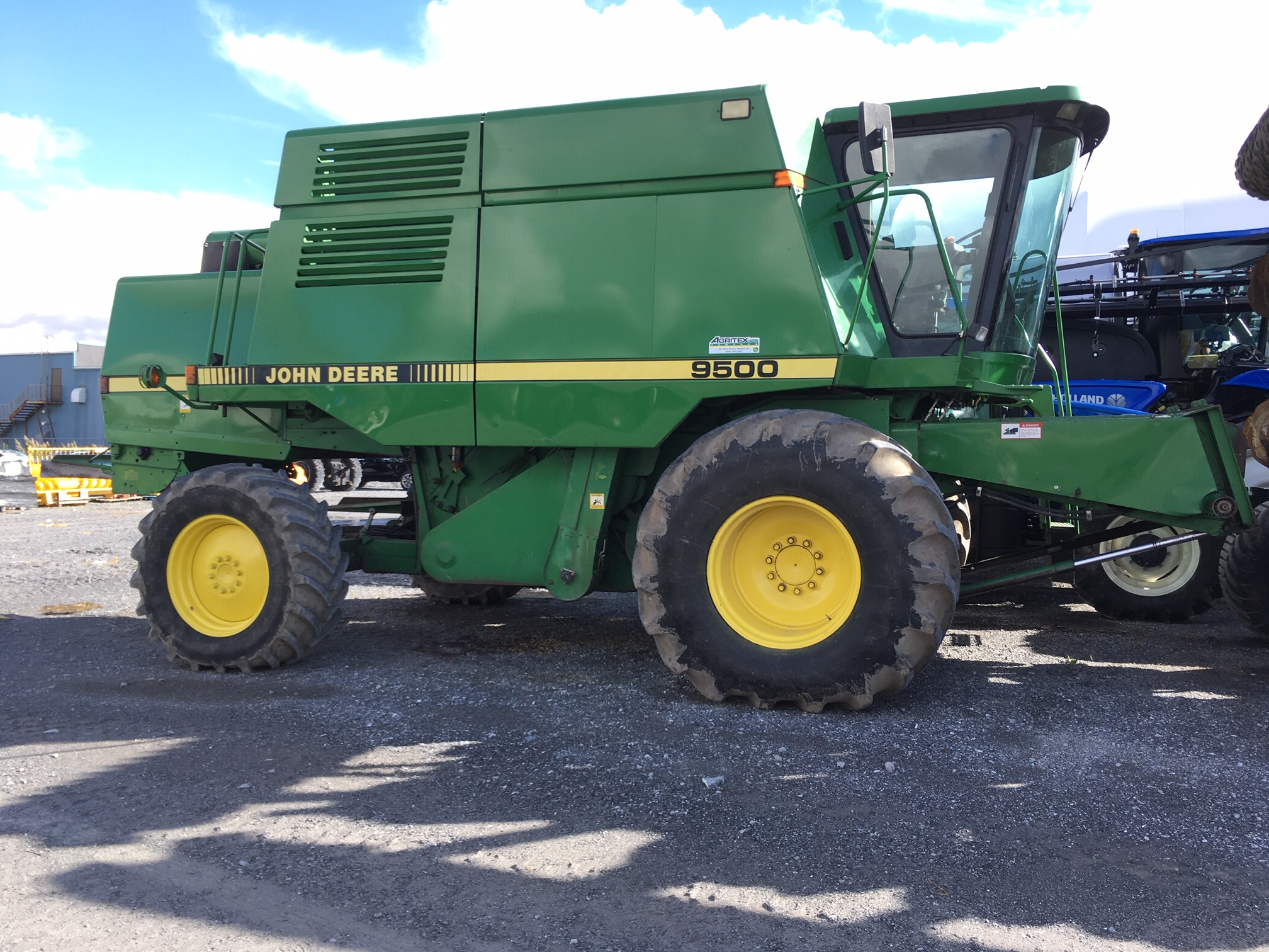 Moissonneuse-batteuse John Deere 9500