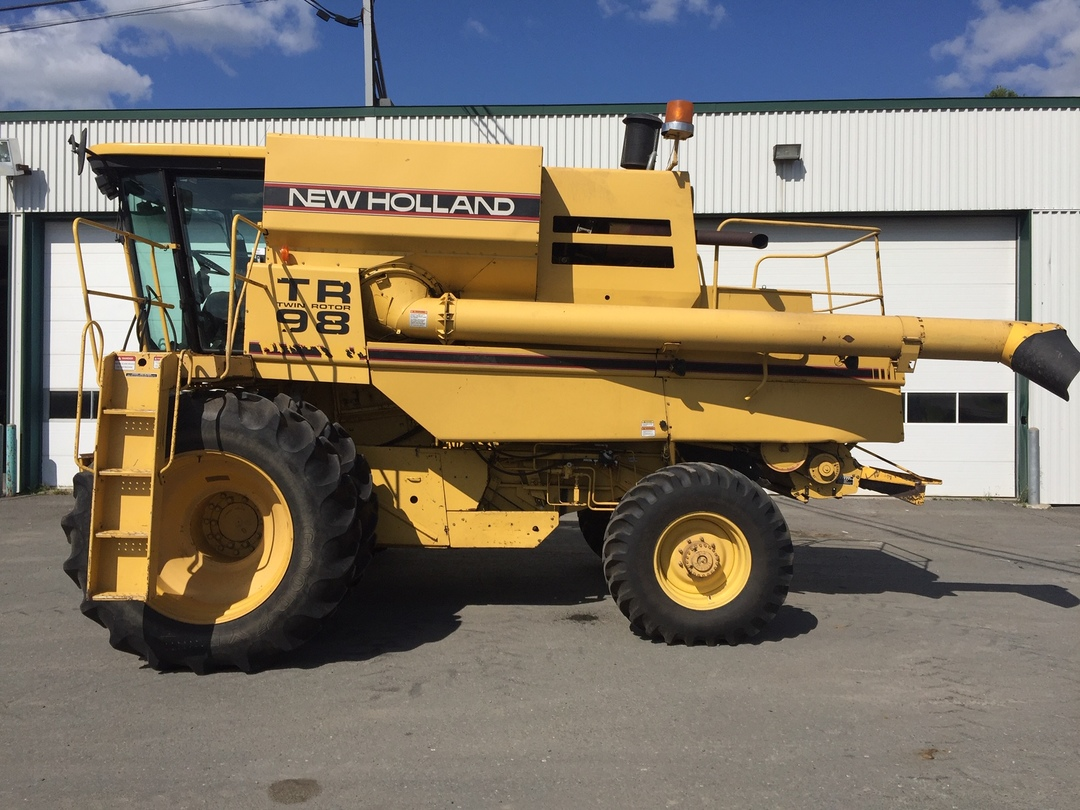 Moissonneuse-batteuse New Holland TR98